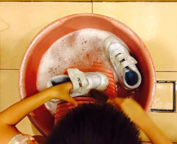 montessori practical life wash shoes
